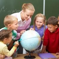 Bài tập trắc nghiệm Tiếng Anh lớp 7 Unit 4: At School
