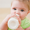 Những sai lầm 'kinh điển' khi pha sữa bột cho con