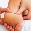 Xoa bóp, bấm huyệt gan bàn chân phòng chữa bệnh thông thường