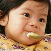 Những nguy hiểm chết người khi cha mẹ nhá cơm cho con