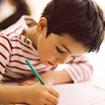Cách cầm bút và tư thế ngồi chuẩn cho trẻ phòng bệnh học đường