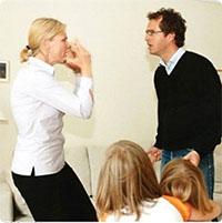 Những thói quen tai hại của người lớn đối với trẻ con