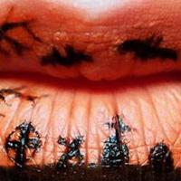Trang điểm cho đôi môi bí hiểm trong ngày Halloween