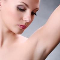 Tự làm trắng da vùng nách đơn giản với 4 bước