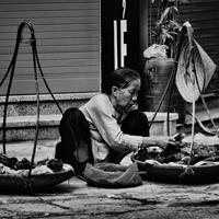 Văn mẫu lớp 12: Nêu cảm xúc khi đọc bài thơ Lò đèn của Nguyễn Duy