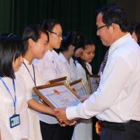 Đề thi chọn đội tuyển chính thức HSG tỉnh lớp 11 môn Tiếng Anh trường THPT Quỳnh Lưu 3, Nghệ An năm 2014 - 2015 (Bảng A)