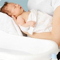Cách tắm cho trẻ sơ sinh vào mùa đông