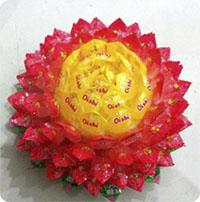 Cách làm hoa sen bằng kẹo trang trí Tết