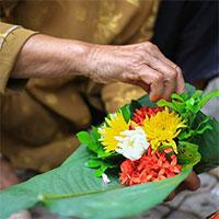 Cách dâng hoa ý nghĩa trên ban thờ ngày Tết