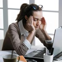 Mẹo giúp giảm đau đầu nhanh chóng cho dân văn phòng