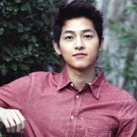 """Bí quyết thân hình chuẩn """"quân nhân"""" của Song Joong Ki trong Hậu Duệ Mặt Trời"""