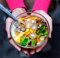 Cách làm caramen hoa quả siêu ngon cho mùa hè