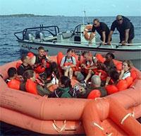 Làm thế nào để thoát thân khi thuyền chìm?