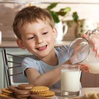 Người Việt nên uống bao nhiêu sữa mỗi ngày