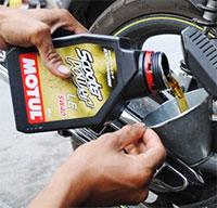 Cách thay dầu xe máy tại nhà đơn giản