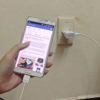 Vì sao vừa dùng điện thoại vừa sạc dễ bị điện giật?