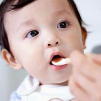 Mẹo cho bé uống thuốc không bị nôn trớ