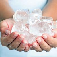 Mẹo vặt cực hay với nước đá