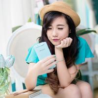 Cách cầm điện thoại nói gì về quan điểm tình yêu của bạn