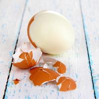 Cách bóc vỏ trứng luộc siêu tốc
