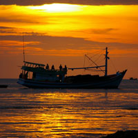 Ý nghĩa nhan đề Chiếc thuyền ngoài xa (Nguyễn Minh Châu)