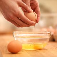 Mẹo tách lòng đỏ trứng chỉ trong nháy mắt