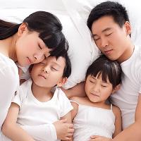 Lợi ích bất ngờ khi trẻ ngủ chung giường với cha mẹ