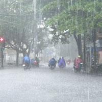 """Những việc """"buộc phải nhớ"""" khi ra ngoài ngày mưa bão"""
