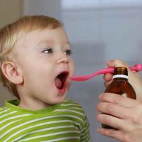 """Những sai lầm khi cho con uống thuốc có thể """"lấy mạng"""" trẻ"""