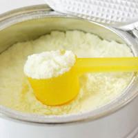 Cách phân biệt sữa bột thật và giả mẹ cần biết