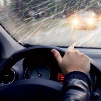 Cách xử lý các tình huống khi lái xe ô tô trong mùa mưa