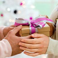 Cách chọn quà tặng mẹ chồng tương lai dịp 20-10