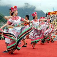 Bài tập Tiếng Anh lớp 8 Chương trình mới Unit 3: Peoples of Vietnam