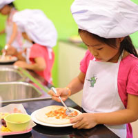 Giáo án lớp lá (5 - 6 tuổi): Bé làm đầu bếp