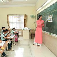Cách trình bày bảng lớp của giáo viên tiểu học