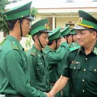 Lập chương trình cho hoạt động thăm các chú công an giao thông hoặc công an biên phòng lớp 5