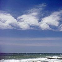 """Từ bài thơ """"Mây và sóng"""" và những hiểu biết xã hội, viết đoạn văn trình bày suy nghĩ về những niềm vui giản dị trong cuộc sống"""