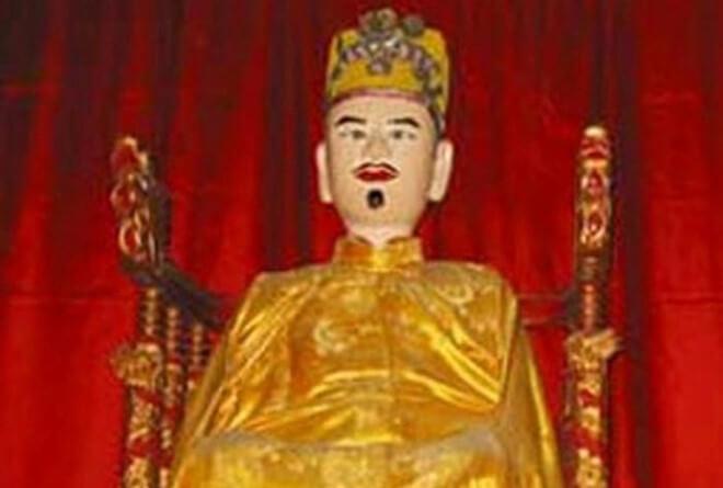 Ông vua mắc bệnh 'người sói' bị triều đình nhốt trong cũi vàng