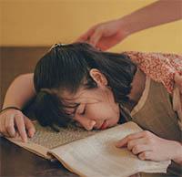 Cách tỉnh ngủ khi học tập và ôn thi hiệu quả