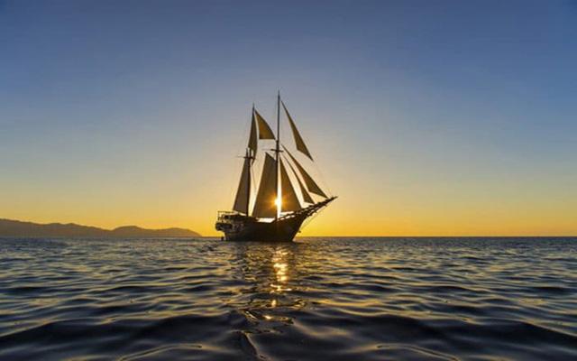 tóm tắt chiếc thuyền ngoài xa