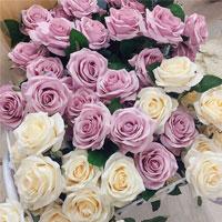 Cách cắm hoa hồng tỉ muội để bàn